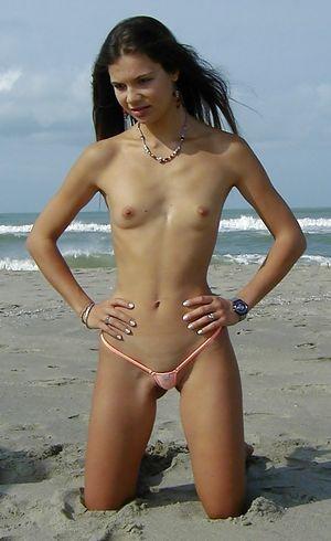 18-летние девушки с маленькими сиськами 8 фото