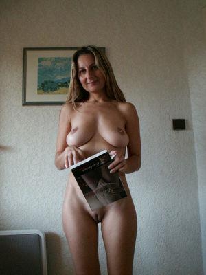 Женщины показали свои пизды во всей красе 1 фото