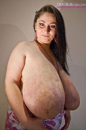 Тетка с огромной грудью 11 фото