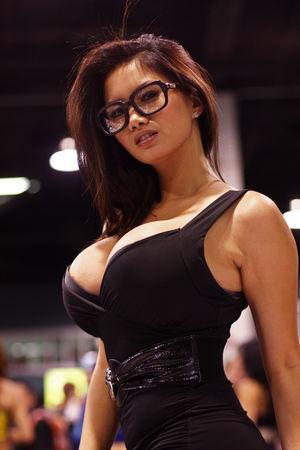Xena Kai - азиатская модель с большой грудью 12 фото
