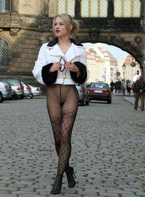Фото девушек в белье и чулках. 12 фото