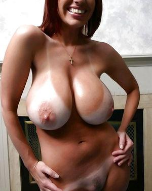 Фото девушек с огромными дойками 5 фото