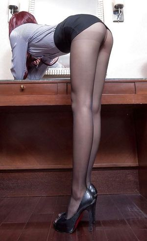 Фото девушек в белье и чулках. 10 фото