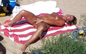 Разврат на нудистском пляже. 10 фото