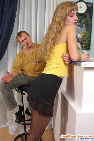 Парень имеет узкую попку милой блондинки 3 фото