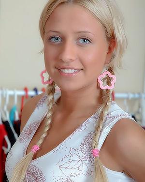Блондинка любит трахаться раком