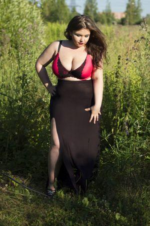 Мария Макарова и ее пышные формы 11 фото