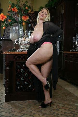 Зрелая блондинка с большими сиськами 8 фото