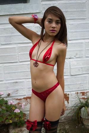 Молодые литинки в сексуальных нарядах 0 фото