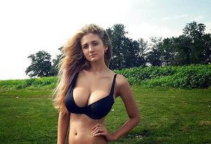 Собрание порно фото молодой блондинки на природе 2 фото