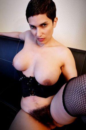 Сочная мадам с мохнатой пиздой 9 фото