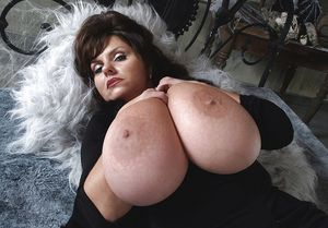 Огромные буфера зрелой дамы 16 фото