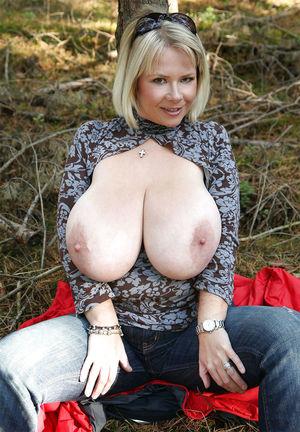 Тетка с огромными буферами 2 фото