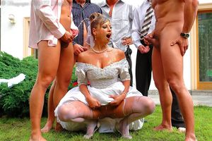 Невесту пустили по кругу дружки жениха 14 фото
