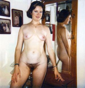 Старое фото женщины с волосатой пиздой 9 фото