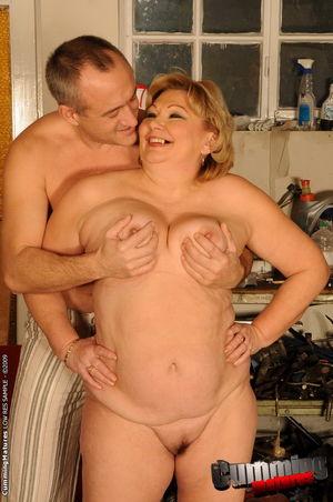 Толстая старая баба получает фистинг от любовника и мастурбирует пизду самотыками 8 фото