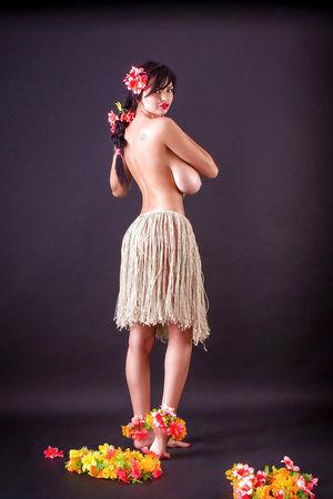 Ша Ризель с роскошными формами 6 фото