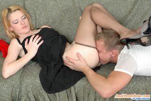 Уговорил блондинку на анальный секс