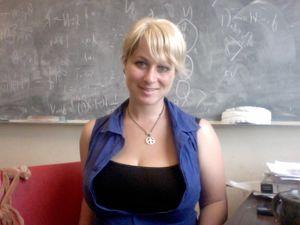 Учительница ждет своего мужа 0 фото