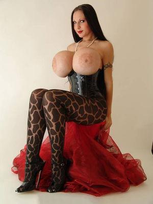 Penelope Black Diamond с силиконовыми сиськами 1 фото