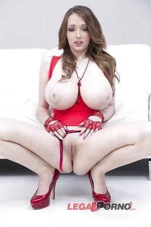 Групповое порно с сисястой девкой