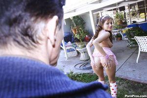 Молодая девушка сношается с пожилым любовником 7 фото