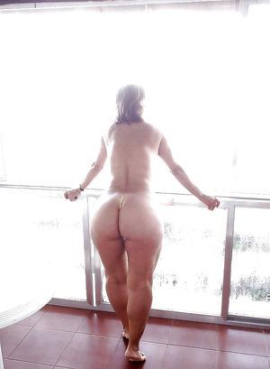Фото девок с пышными задницами.