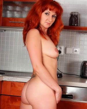 Волосатая пизда рыжей женщины 9 фото