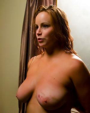 Сисястая девушка с пирсингом на пизде пробует БДСМ 13 фото