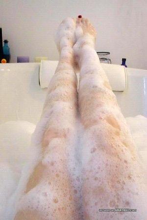 Милая азиатка отсосала волосатый член в ванной 7 фото