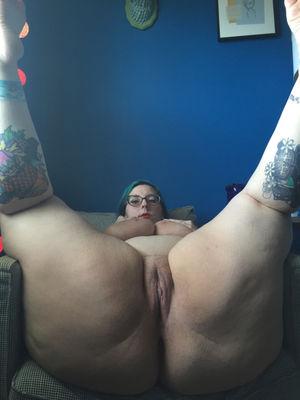 Толстая девка с отвисшими сиськами и дряблой жопой