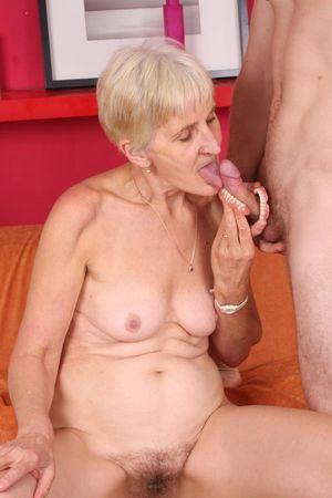 Бабушка дрочит вставной челюстью и ебется с внуком 7 фото