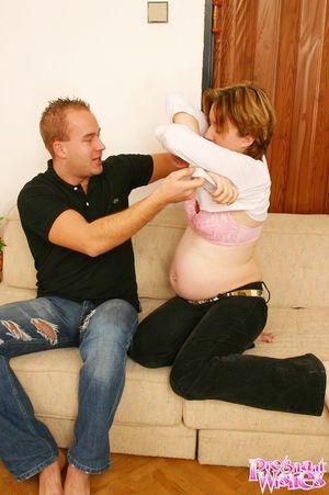 Выебал беременную жену в волосатую пизду 1 фото