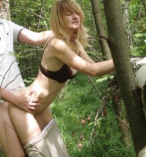 Секс в лесу 5 фото