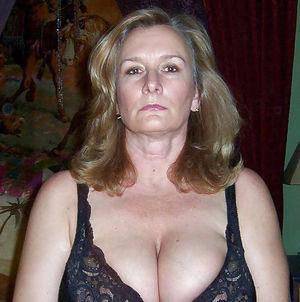 Женщина в годах с большой грудью 7 фото