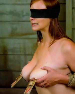 Грудастая рыжуха наслаждается БДСМ сексом 7 фото