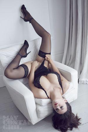 Эротические фото страстной брюнетки. 10 фото