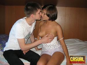 Молодые студенты занимаются сексом 2 фото