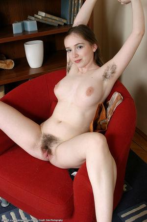 Молодуха с волосатой щелкой 3 фото