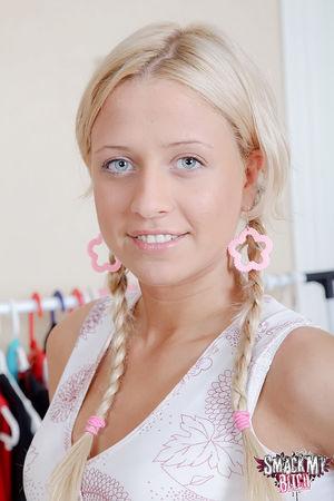 Молоденькая россиянка с косичками ебется в пизду