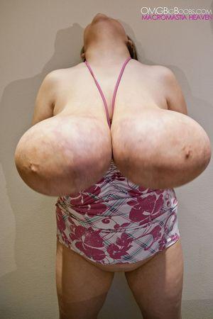 Тетка с огромной грудью 14 фото