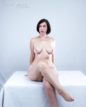 Дамочка показала свое прелестное тело 11 фото