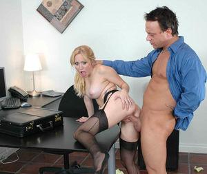Новая секретарша отдается боссу 8 фото