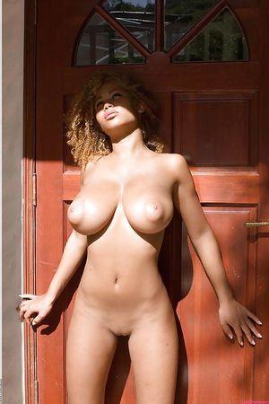 Фото девок с большими сиськами и пухлыми сосками 0 фото