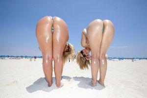 Подружки загорают голышом 7 фото
