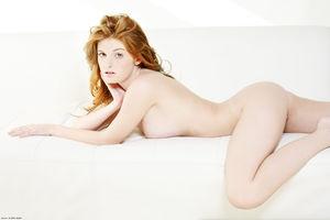 Эротическая фотосессия рыженькой модели с очень классными сиськами 3 фото