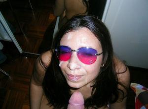 Брюнетка со спермой на лице 6 фото