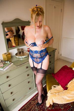 Фото блондинки с красивой попкой 7 фото