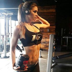 Анелла Сангра - спортивная девушка 4 фото