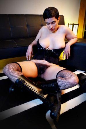 Сочная мадам с мохнатой пиздой 11 фото